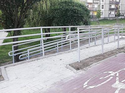 Podjazd dla osób niepełnosprawnych w Głogowie